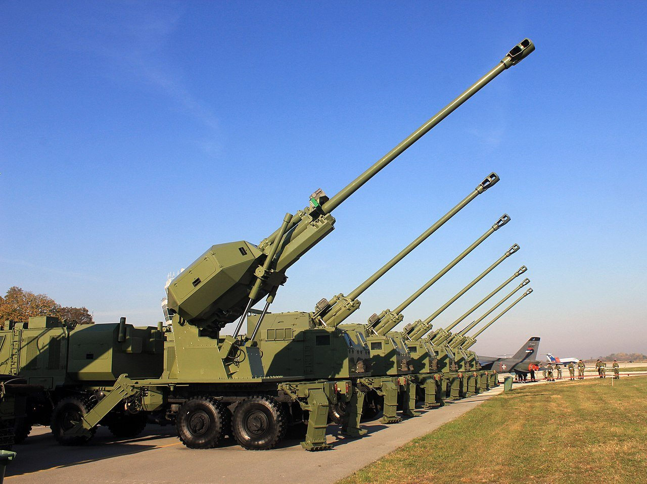 В Сербии представлена 155-мм самоходная гаубица Александар