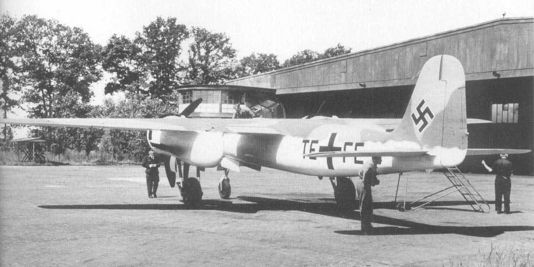 Истребитель Focke-Wulf Ta 154 сзади