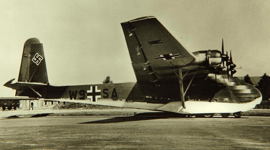 Вид на Messerschmitt Me.323 «Gigant» сбоку